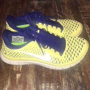 Nike free 3.0 tennis shoes.